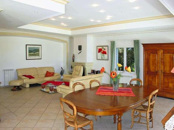 ferienhaus provence mit hund 9 personen les issambres ferienhaus provence. Black Bedroom Furniture Sets. Home Design Ideas